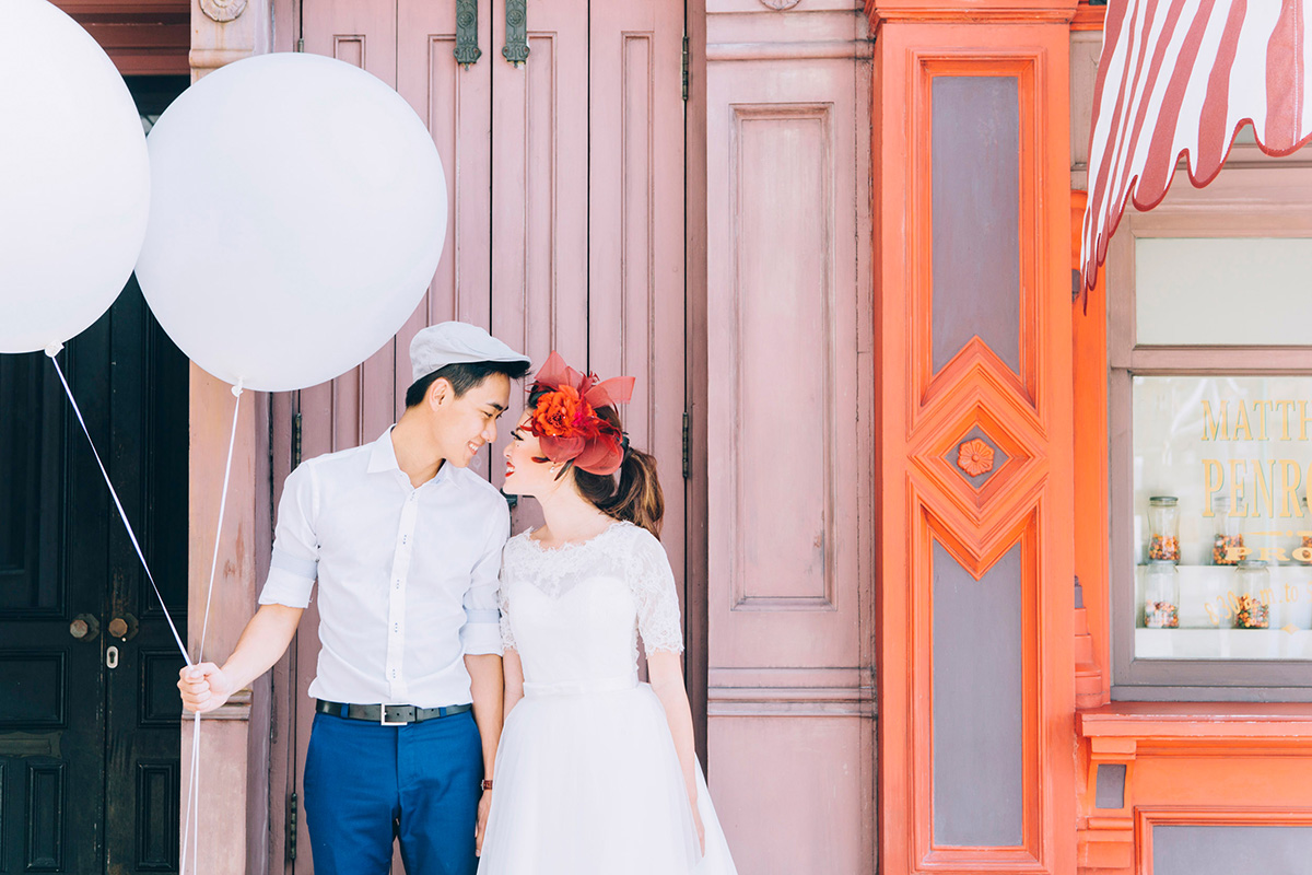 20 Easy Props to Add Fun to Your Pre-Wedding Photography Session