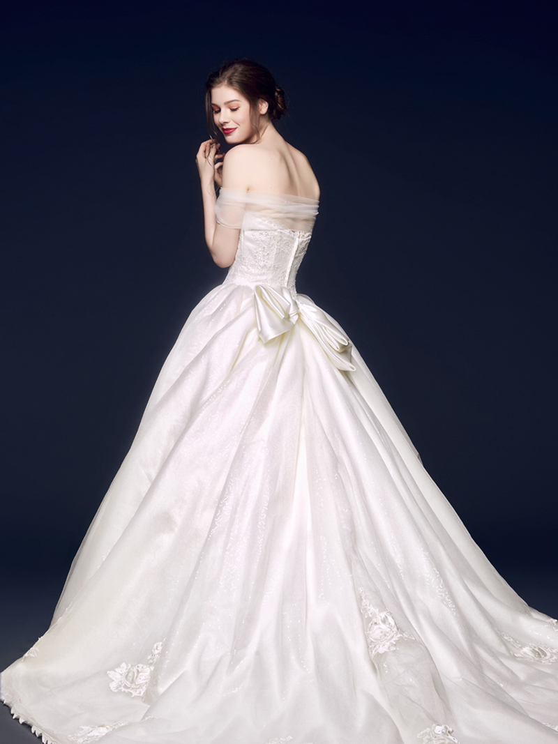 38 Incredibly Romantic And Elegant Wedding Gowns For The Wedding Of