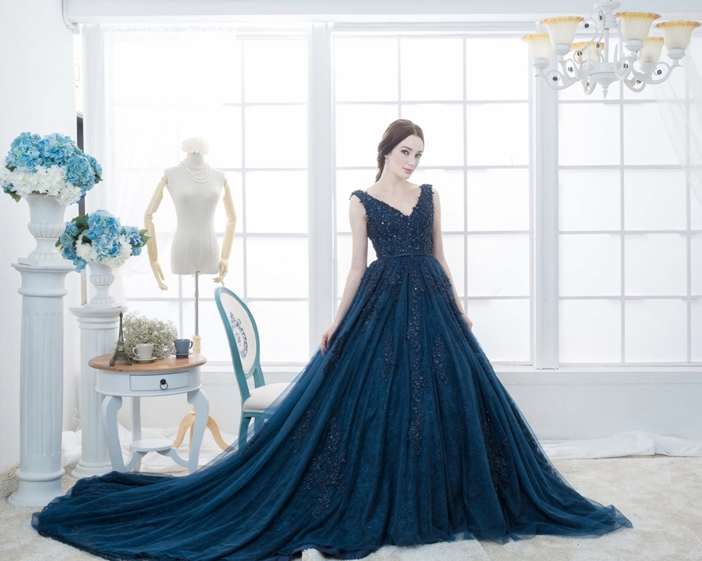 Dark blue gown by the aisle