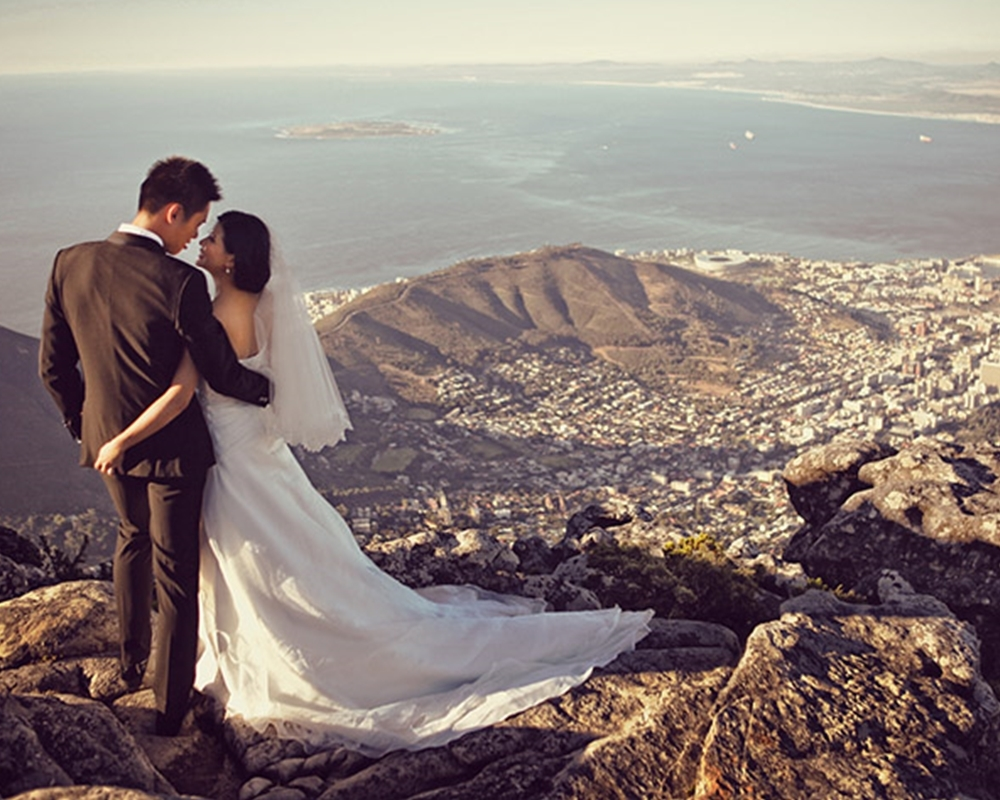Dramatic coastal engagement session in cape town 21