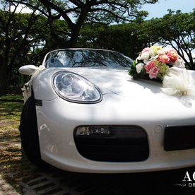 White porsche boxster wedding car decoration